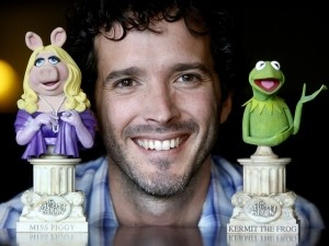 Bret McKenzie wins an Oscar for Muppet Song