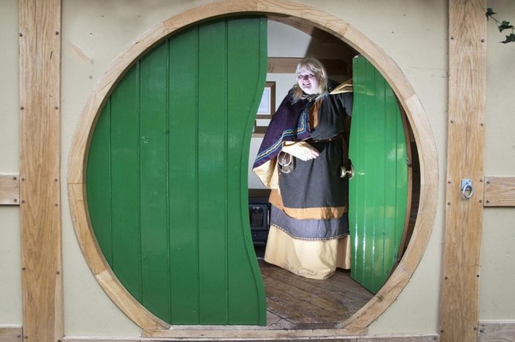 Carrie Sayer-White inside the $30,000 Hobbit house at the event (Courtesy of Birmingham Mail)